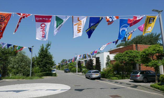 Een kilometer aan vlaggen