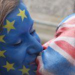 Vlaggen voor / tegen Brexit